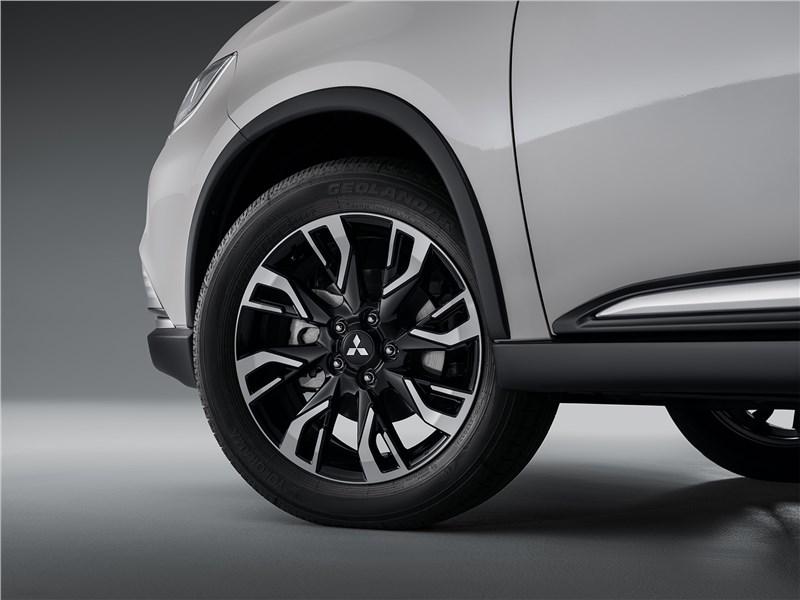 Mitsubishi Outlander (2021) переднее колесо
