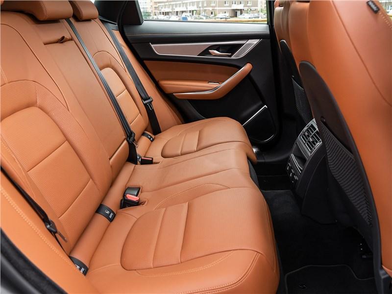 Jaguar F-Pace (2021) задний диван