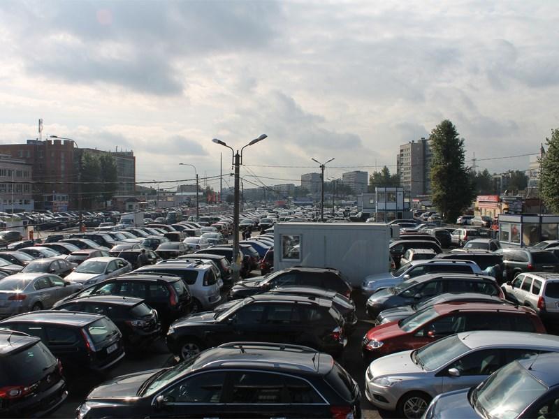 В России падают продажи легковых автомобилей и импорт машин из-за рубежа
