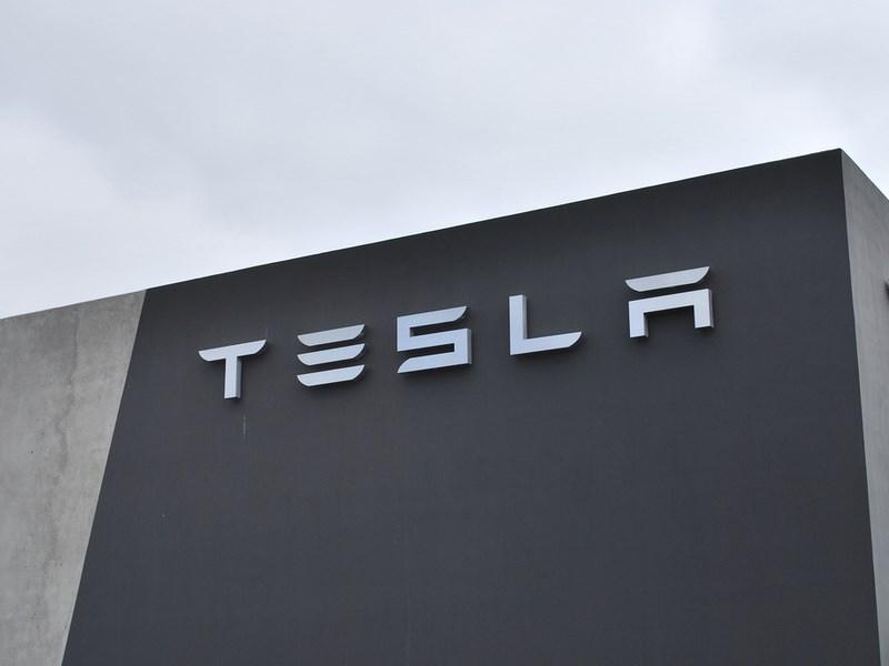 Tesla Motors отрицает обвинения NHTSA в сокрытии информации