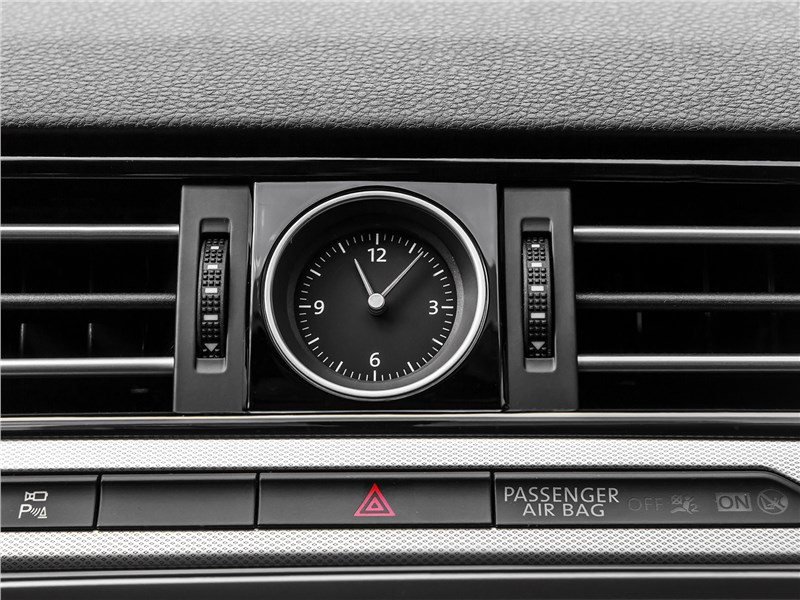 Volkswagen Passat Variant 2015 часы