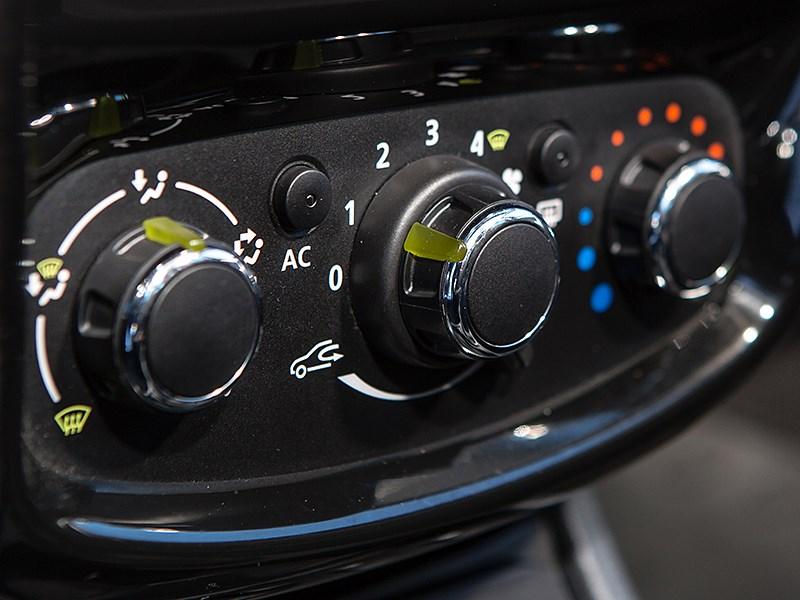 Nissan Terrano 2014 климат-контроль