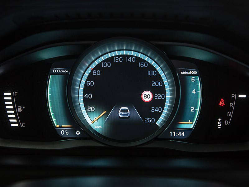 Volvo XC60 2014 приборная панель фото 2