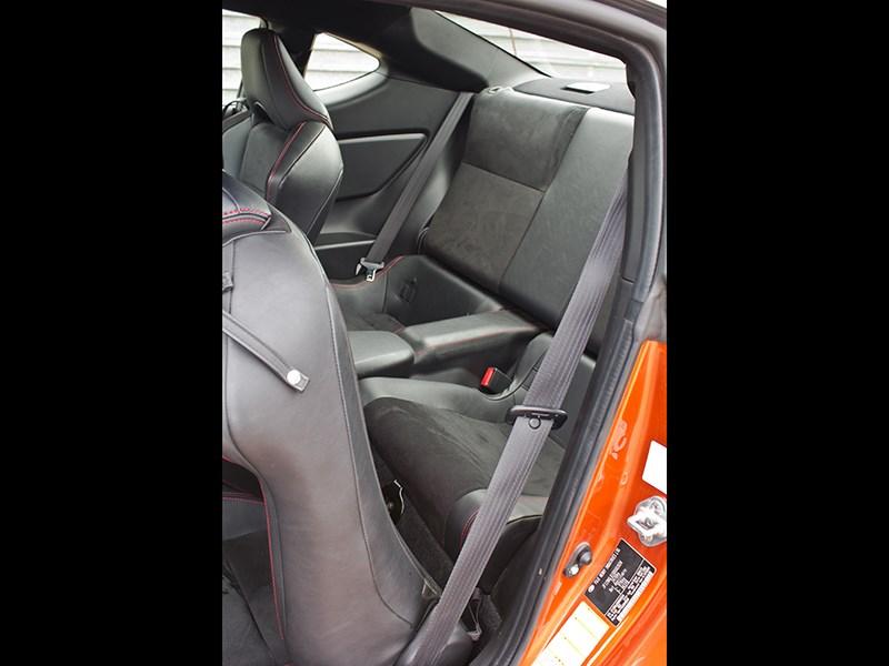 Toyota GT86 2012 заднее кресло