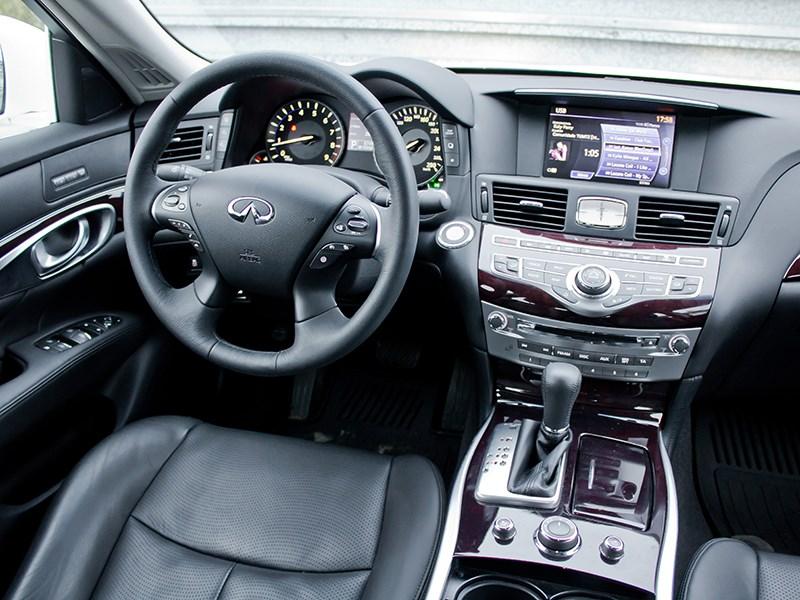 Infiniti M37 2010 водительское место