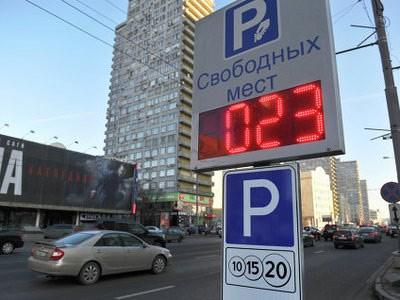 Легальных парковочных мест Москве вдвое меньше, чем автомобилей