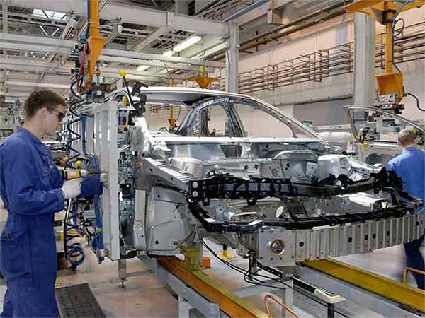 Российские автопроизводители допустят на свои заводы налоговиков