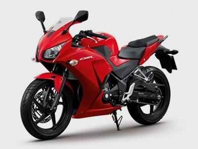 Новый мотоцикл Honda CBR300R появится в продаже только в конце года
