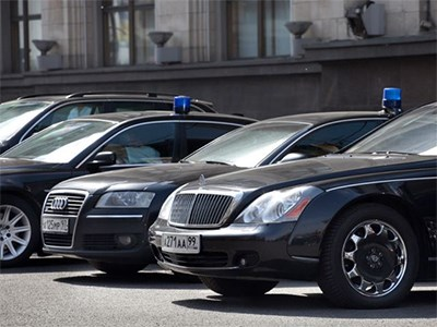Mercedes-Benz и Fiat Chrysler не смогут участвовать в тендере на госзакупки машин для чиновников