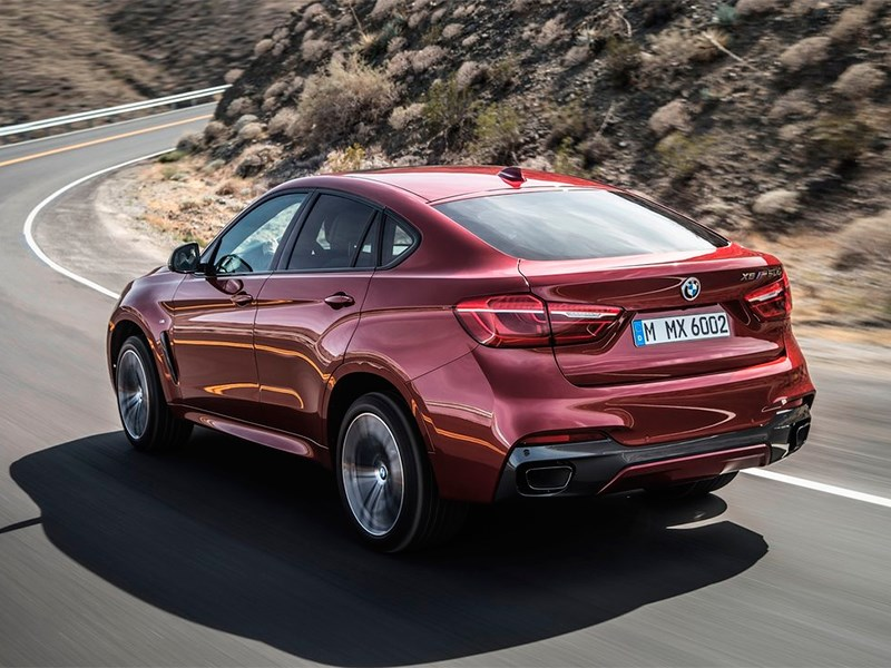 BMW X6 2015 вид сзади фото 2