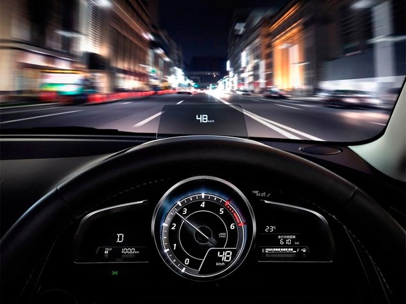 Mazda 2 2015 приборная панель