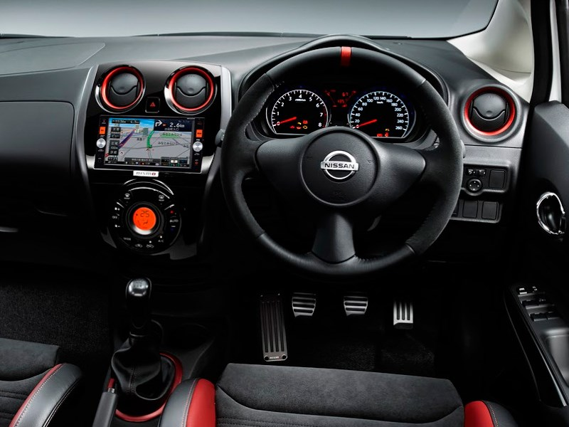 Nissan Note Nismo 2015 водительское место