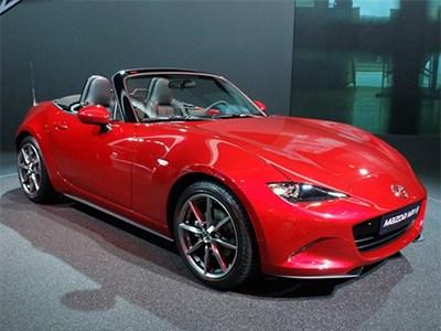 Mazda показала в Париже родстер МХ-5 нового поколения
