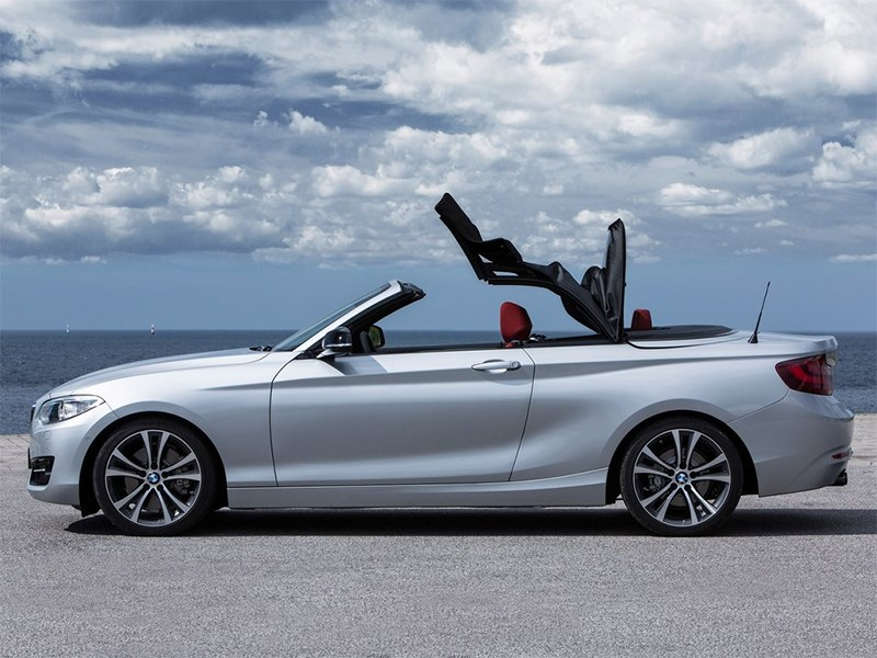 BMW 2 Series Convertible 2014 вид сбоку фото 2