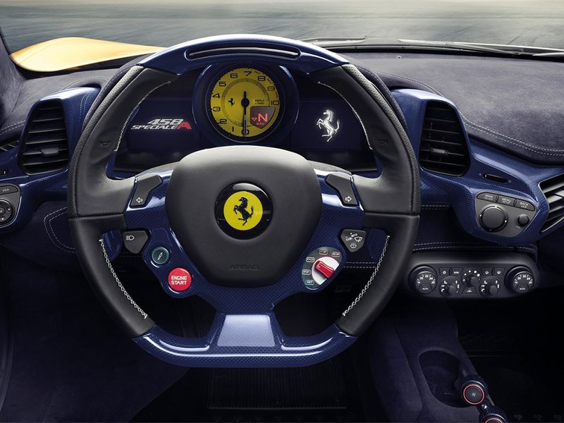 Ferrari 458 Speciale A 2014 водительское место