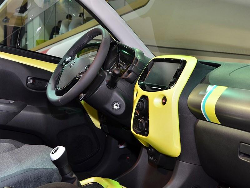 Citroen С1 Urban Ride concept 2014 водительское место