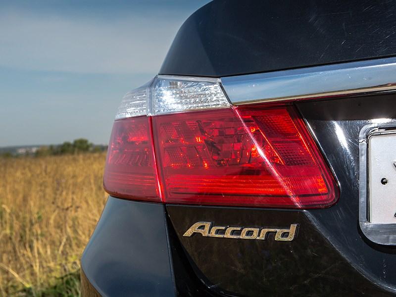Honda Accord 2013 задний фонарь