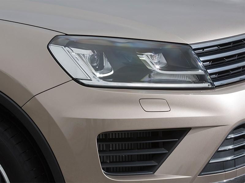 Volkswagen Touareg 2014 передняя фара