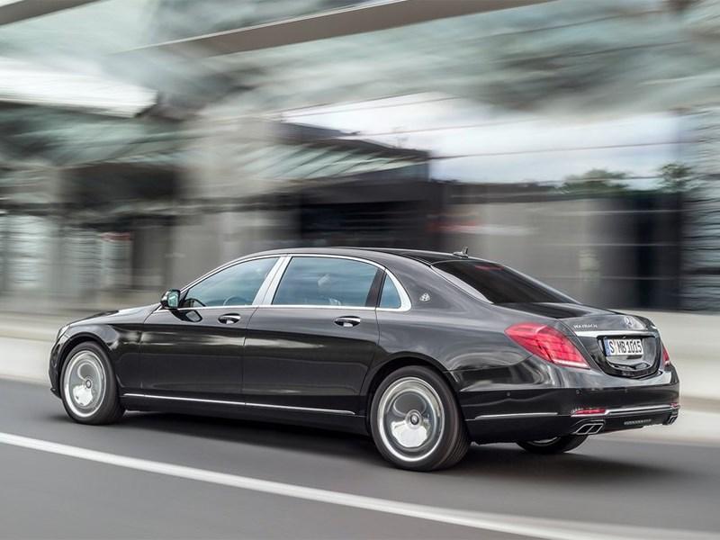 Mercedes-Maybach S 600 2015 вид сбоку сзади