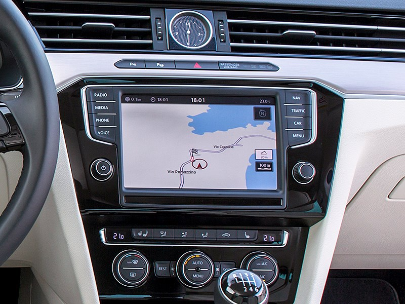 Volkswagen Passat 2015 монитор