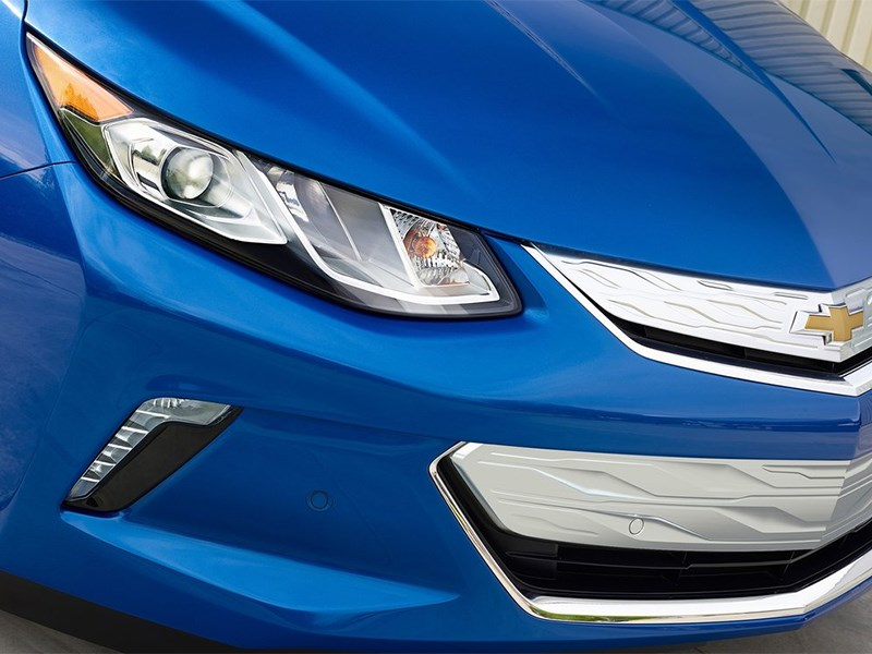 Chevrolet Volt 2016 передняя фара