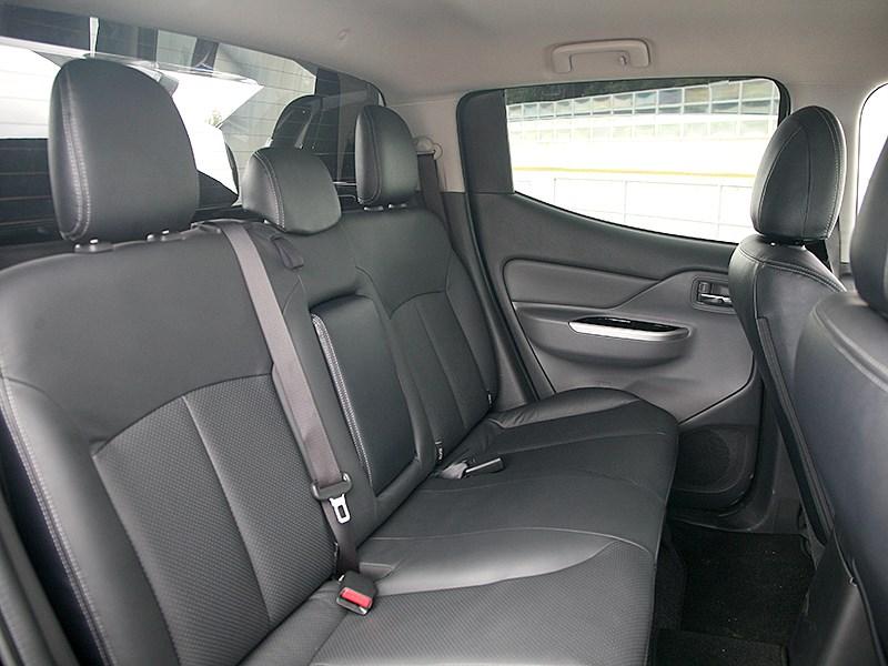 Mitsubishi L200 2015 второй ряд