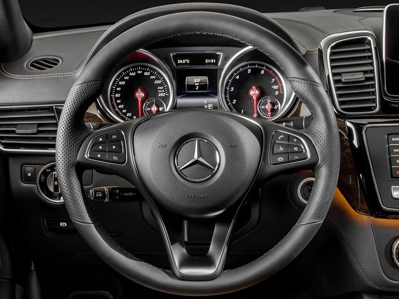 Mercedes-Benz GLE Coupe 2016 приборная панель
