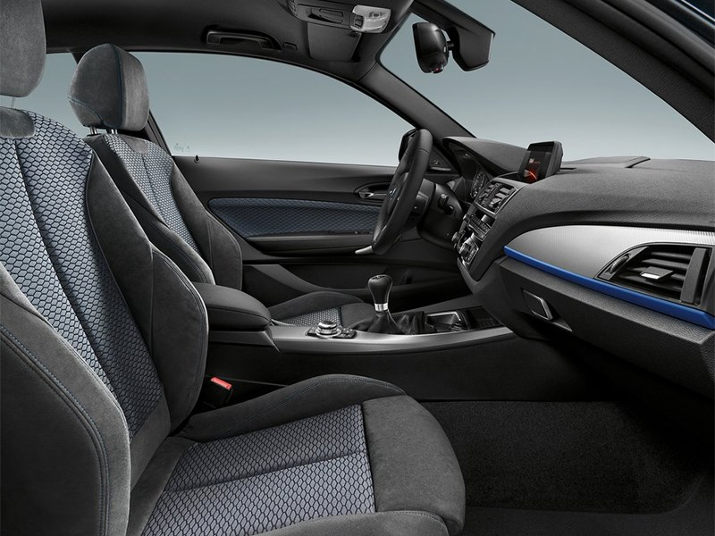 BMW 1-Series 2016 передние кресла
