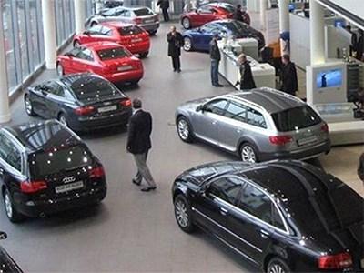 Продажи новых автомобилей в Петербурге продолжают падать