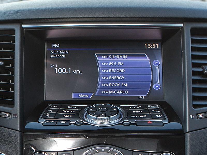 Infiniti QX70 2015 монитор