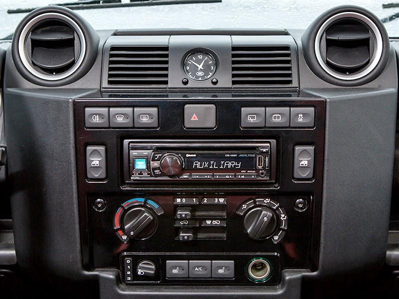 Land Rover Defender 110 2012 центральная консоль