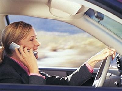 Московских водителей ждут рейды по выявлению любителей пользоваться телефоном за рулем