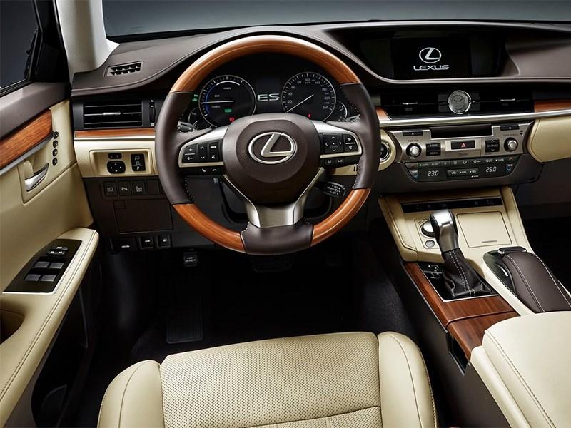 Lexus ES 2016 водительское место