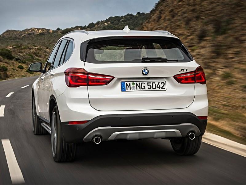 BMW X1 2016 вид сзади