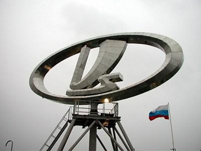 Крупнейшему российскому автоконцерну исполнилось 49 лет