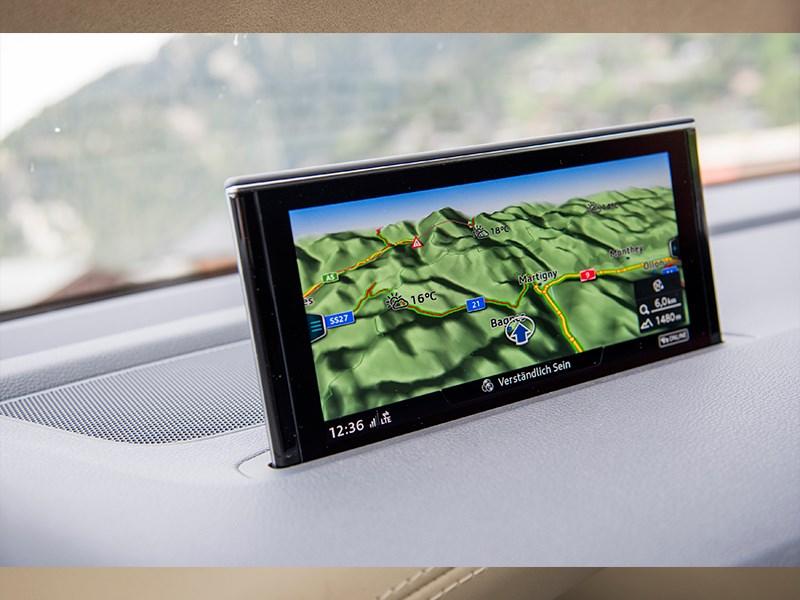 Audi Q7 2015 дисплей