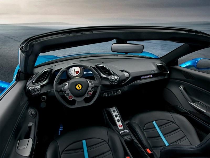 Ferrari 488 Spider 2016 салон