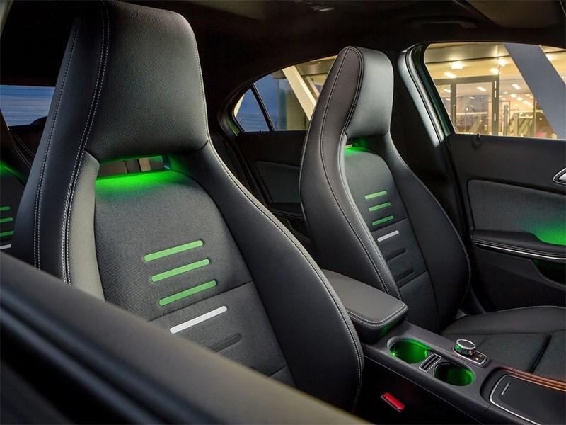 Mercedes-Benz A-klasse 2015 передние кресла