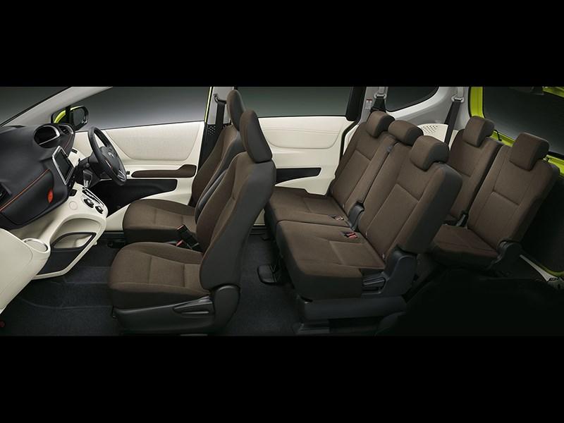 Toyota Sienta 2015 салон