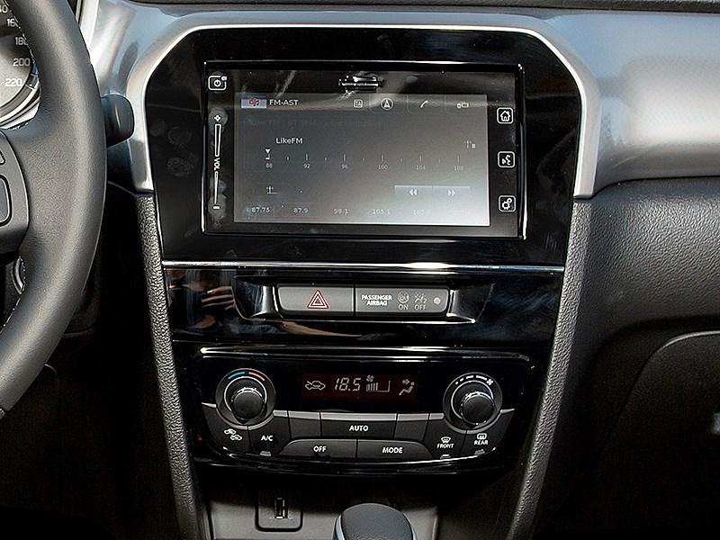 Suzuki Vitara 2015 центральная консоль
