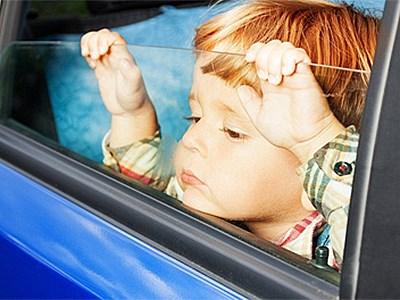 Что будет с родителями, оставляющими детей одних в машине?