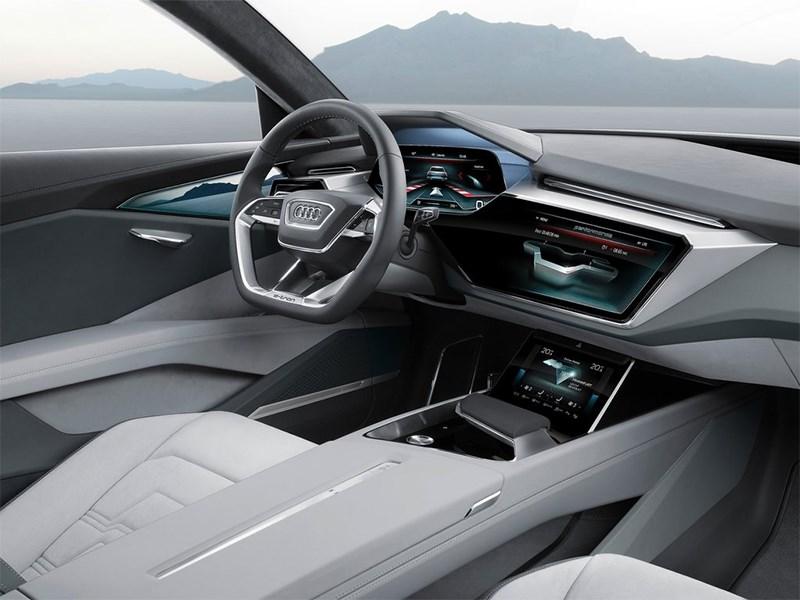 Audi e-Tron quattro 2015 салон