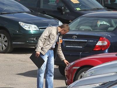 Россияне все чаще покупают подержанные автомобили у дилеров