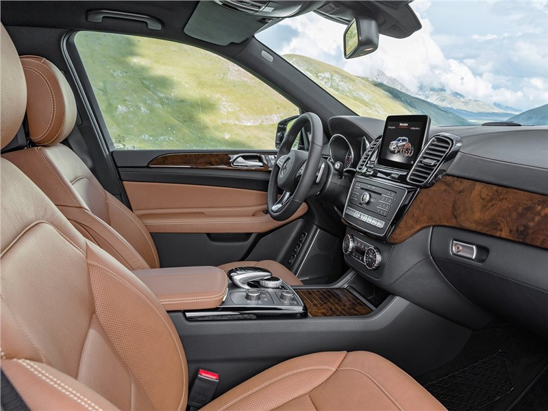 Mercedes-Benz GLS 2016 передние кресла
