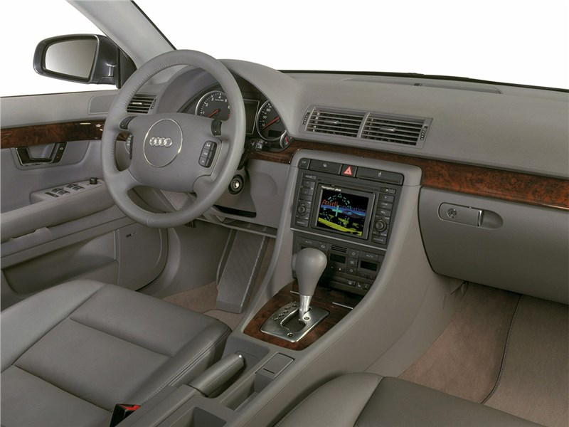 Audi A4 2000 салон