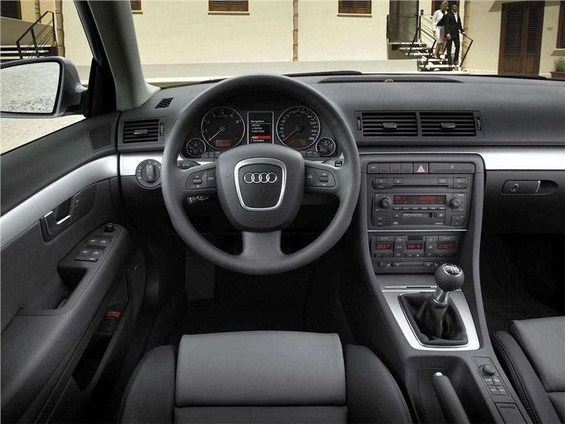 Audi A4 2005 водительское место