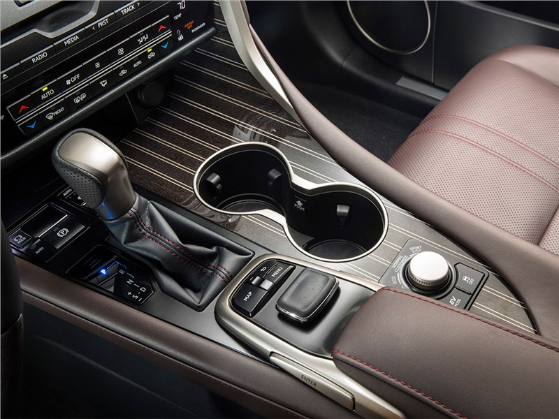 Lexus RX 2016 центральный туннель