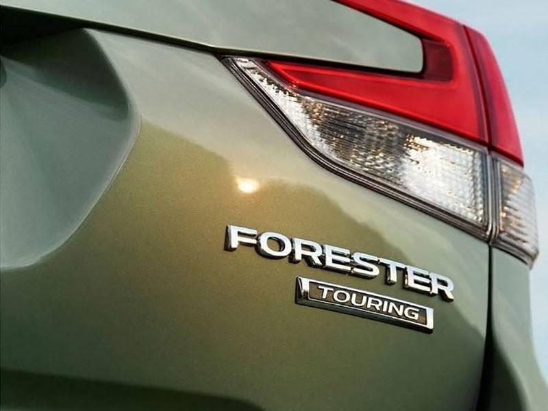 Subaru продолжает дразнить новым Forester