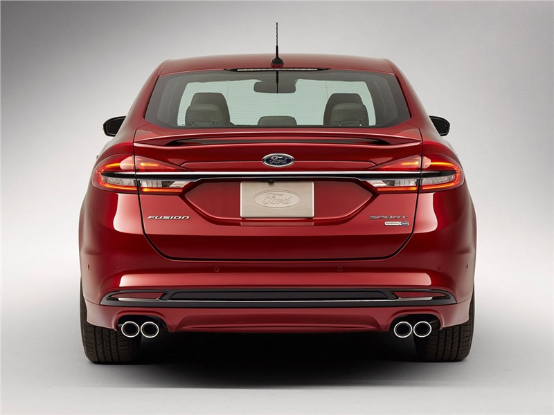 Ford Fusion 2016 вид сзади