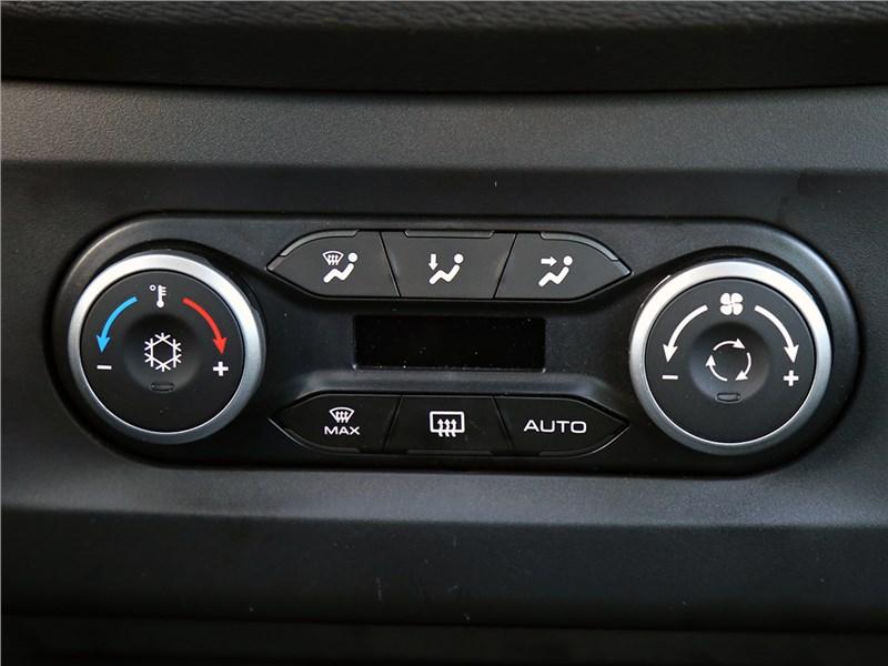 Lada XRay 2015 климат-контроль